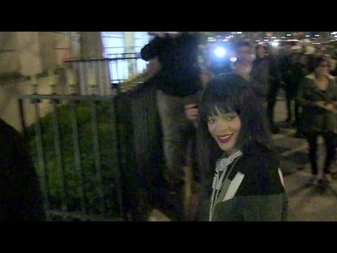 RIHANNA night SHOPPING session Avenue Montaigne in Paris