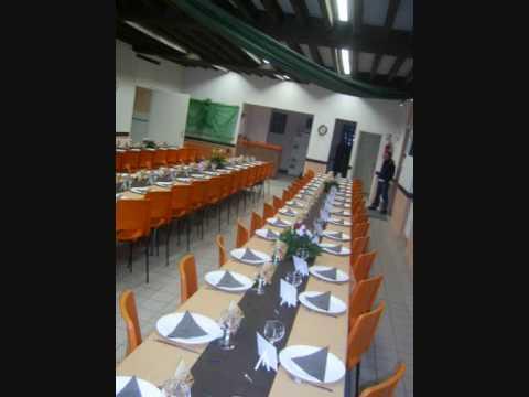 Salle d 39 anniversaire 50 ans orange et chocolat youtube for Decoration 50 ans homme
