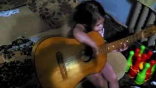 Катя, первые уроки музыки