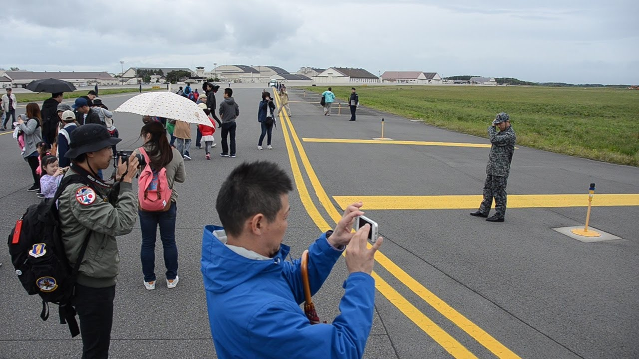 「自衛隊 滑走路 歩く」の画像検索結果