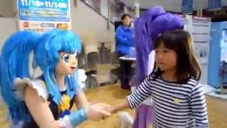 「ハピネスチャージプリキュア!バラエティーショー」を見に行きました。 ショーの最後にプリキュア達と握手しましたよ♪ なんと、トップバッ...