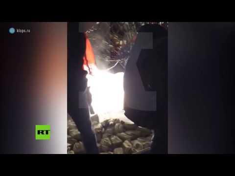 Insólito: 'Llueven' lingotes de oro en un aeropuerto de Rusia