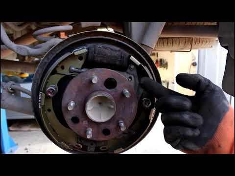Замена задних барабанных колодок на Toyota Noah 3S FE Тойота Ноах 2000 года