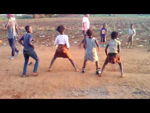 Ghetto kids dancing