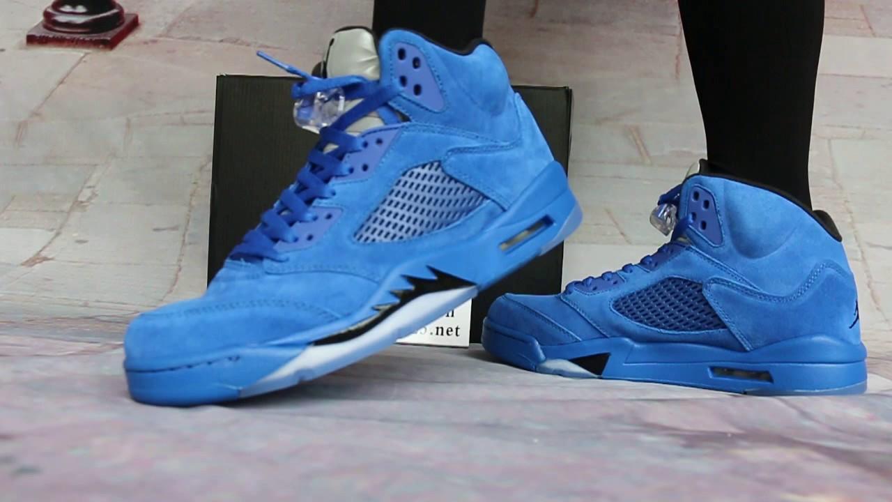 Air Jordan 5 En Daim Bleu Sur Les Pieds