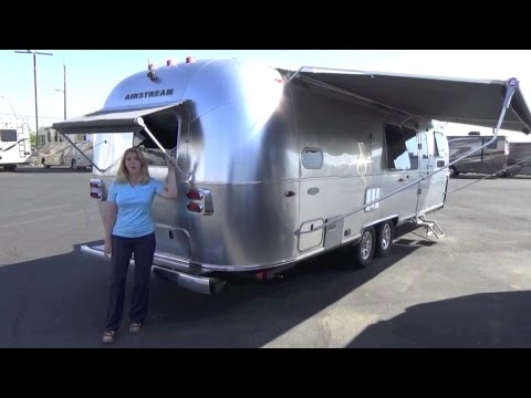 2017 Airstream Flying Cloud 30 Bunk
