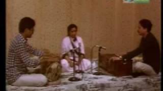 Asha Bhosle - Marathi Live - shoora mee wandile
