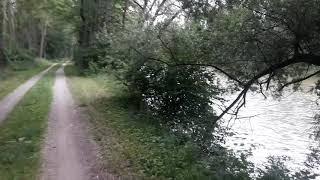 Biciklante preter la rivero Isaar