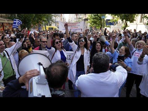 شاهد: عمال الصحة يتظاهرون ضد التلقيح الإلزامي وظروف العمل في اليونان  - 19:54-2021 / 10 / 21