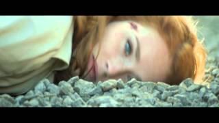 Дама в очках и с ружьём в автомобиле  (трейлер телеканала КиноПремиум HD)
