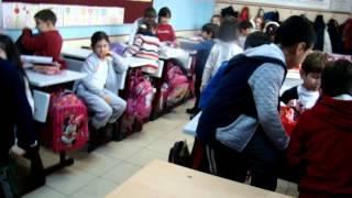 1-c Sınıfı - Erkekler Yılbaşı Hediyesi Verecekleri Kız Arkadaşlarını Seçiyor.