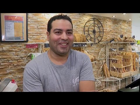 شاهد: خباز تونسي متفوق سيزود قصر الإليزيه بالخبز لمدة عام …  - نشر قبل 3 ساعة
