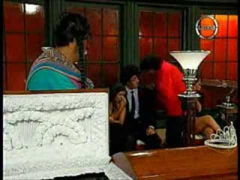 Lucy Cabrera en escena hot con Carlos Vílchez.