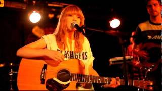 Lucy Rose - Middle Of The Bed (live at Manchester Ruby Lounge, 8th Aug 2011) [8/9]
