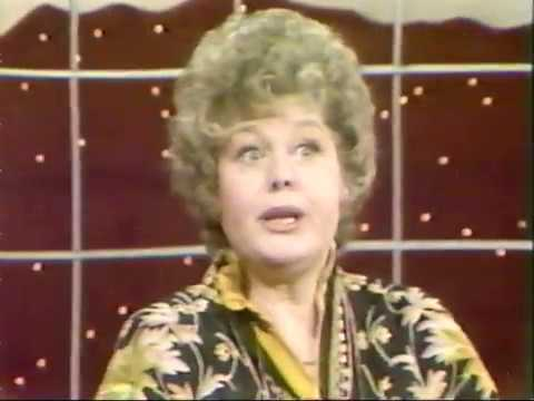SHELLEY WINTERS JOINS MIKE DOUGLAS (RARE 1982 INTERVIEW)