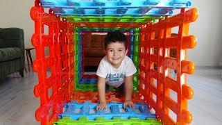 Yusuf ve Dayısı Renkli Çitlerden Tünel Yaptılar  Eğlenceli Çocuk Videoları