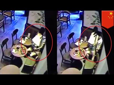 หนุ่มสาวชาวจีนไม่ดื่มกาแฟดับหื่น