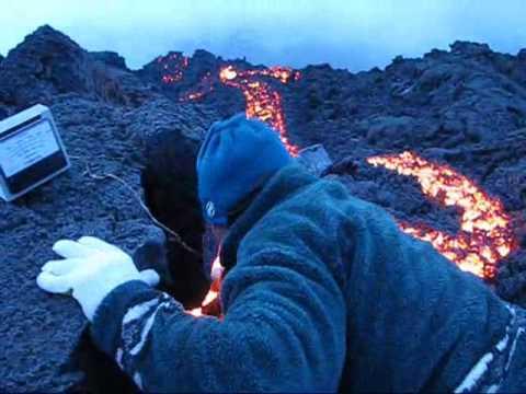 Volcan pacaya temperatura de la lava al salir youtube for Temperatura lava