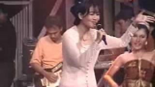 Download Nini Carlina ~ Bulan Andung - Andung