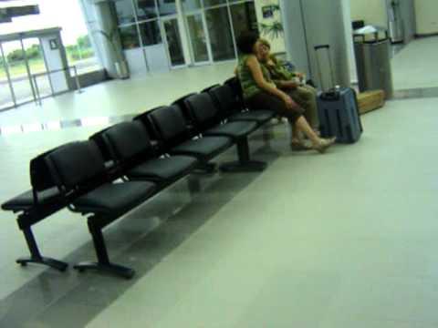 Interior del aeropuerto de Santa Rosa.MPG