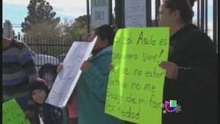 ICE es acusado de retener inmigrantes ilegalmente en El Paso, Texas -- Noticiero Univisión