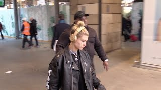 Video EXCLUSIVE: Hailey Baldwin arriving at Gare du Nord train station in Paris download MP3, 3GP, MP4, WEBM, AVI, FLV Maret 2018