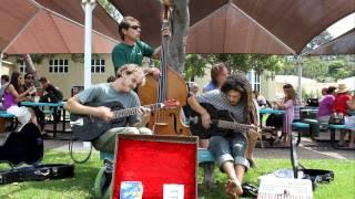 Treefingers - I've Got No Strings - Leucadia Farmers Market  9/4/11 Resimi