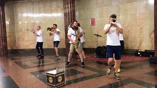 Гр. Ленинград - Москва, почем звонят твои колокола (cover Brevis Brass Band) | Звуки Улиц #12
