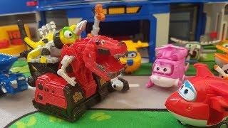 Dinazor Makineler Harika Kanatları Ziyaret Ediyor - DinoTrux Visits The Super Wings