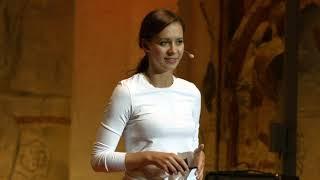 Jak zachovat chladnou hlavu v extrémních situacích | Mirka Škubalová | TEDxYouth@Prague