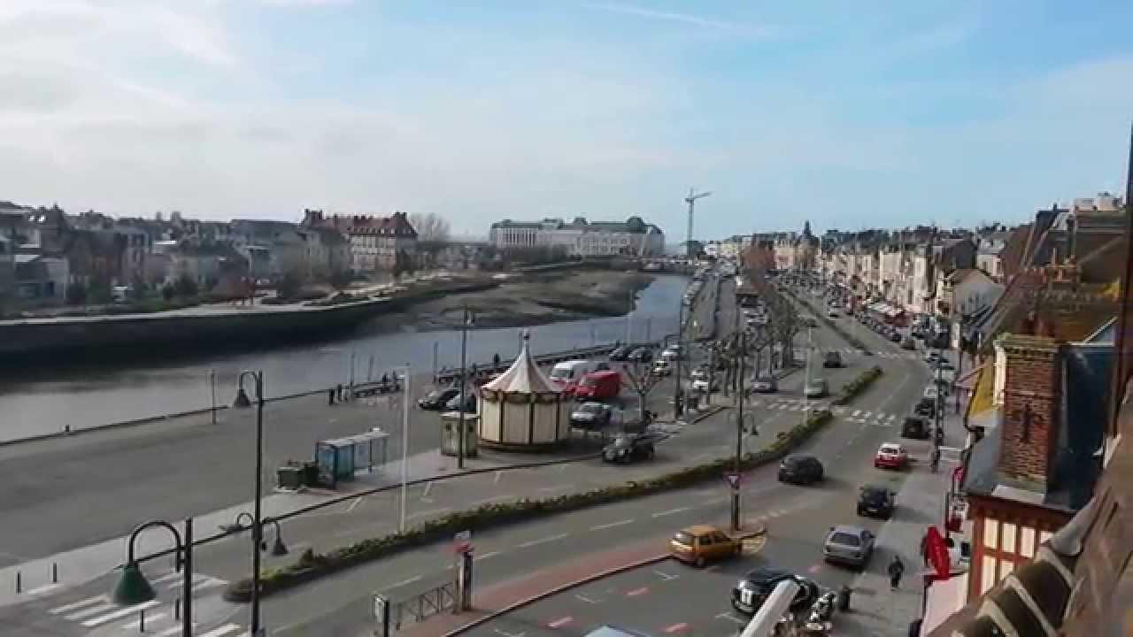 Trouville Deauville, avec le pont des Belges et la Touques ...
