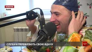 У прямому ефірі Люкс ФМ радіоведучому на голові розбили яйце