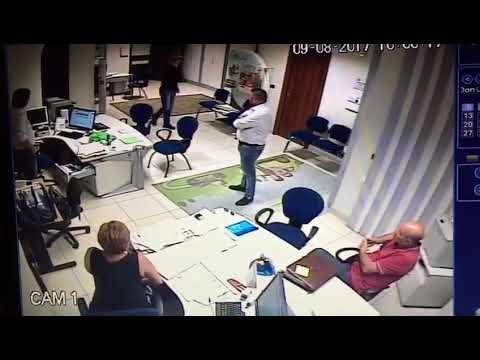 Lamezia, rapina a mano armata in agenzia assicurativa