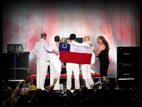 Faith No More -Zombie Eaters-  MULTICAM CHILE 2010 (SUBTITULOS)