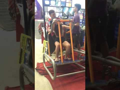 This Girl Had An Amazing Low-Cost VR Roller Coaster Ride and Her Reaction Was Priceless!