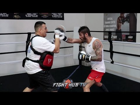 JORGE LINARES SHOWING OFF LIGHTING FAST HANDS DRILLING COMBINATIONS FOR VASYL LOMACHENKO
