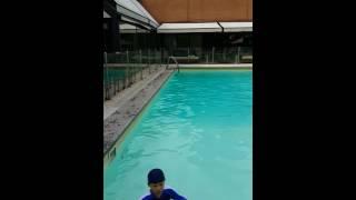 2미터수영장에서수영하기 밀라노 노보탤