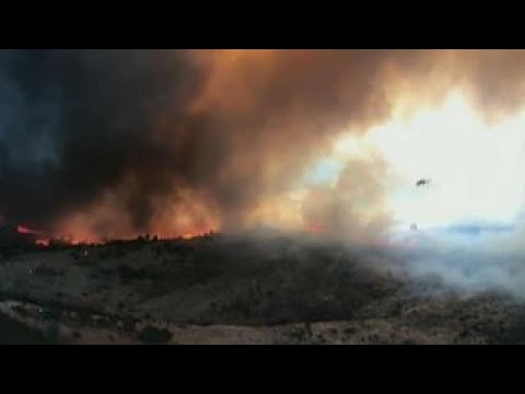 Wildfire forcing thousands to flee small town near Yosemite