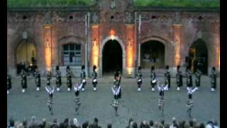 Red Hackle Pipe Band & Highland Dancers / Scotch on the Rocks