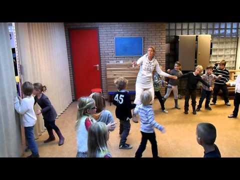 Uitvoering dans storm op zee groep 3.AVI