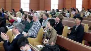Христиане из Норвегии в протестантской церкви Понсу в Пхеньяне(Norwegian Christian group in Pongsu Protestant Church in Pyongyang Оригинал видео: www.facebook.com/julia.dalard/ Северокорейское правительство ..., 2015-06-23T11:19:37.000Z)