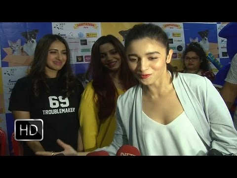 Alia Bhatt INTRODUCES Her Sister Shaheen Bhatt in Most Hilarious Way Mp3