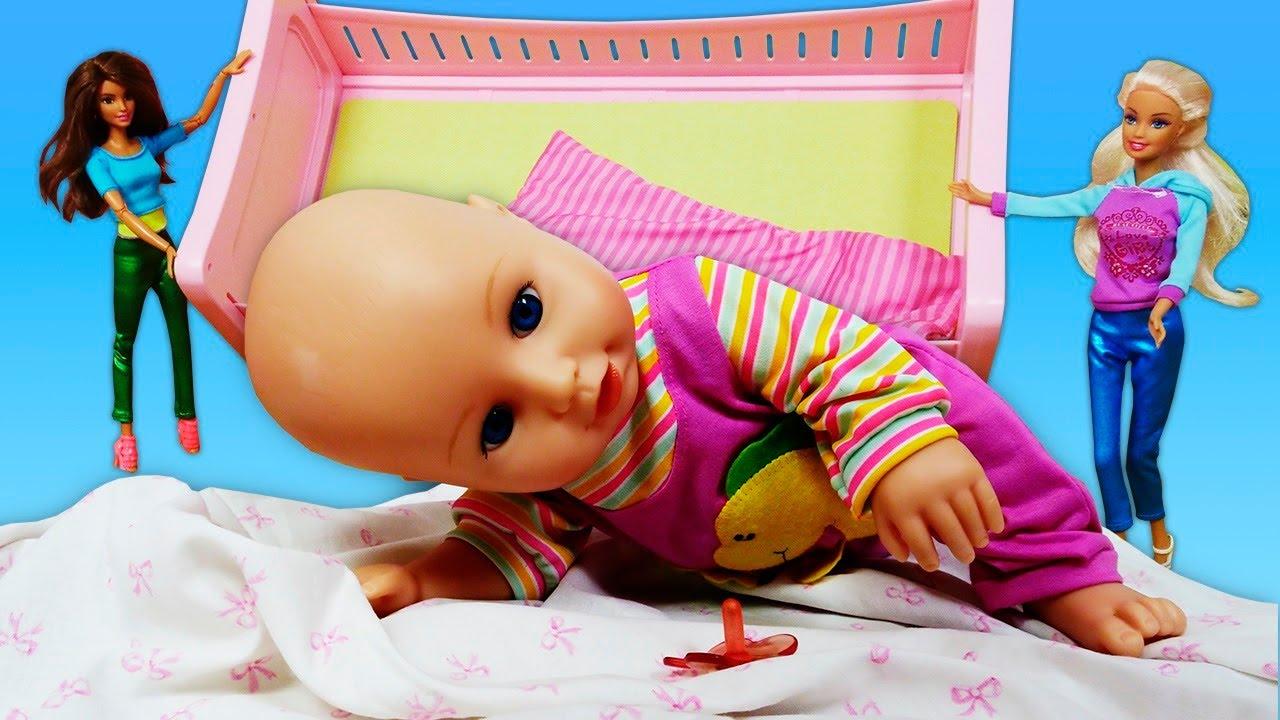 Las muñecas Barbie no saben cuidar a los bebés. La vida secreta de los juguetes. Barbie en español