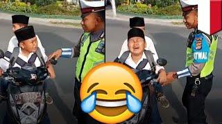 Bocah SMP dihadiahi sepeda setelah ditilang karena naik motor- TomoNews