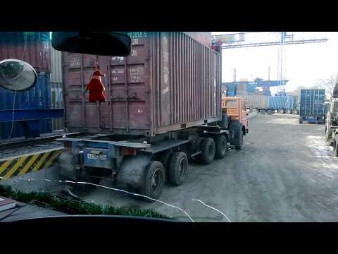 видео: Погрузка контейнера на тягач