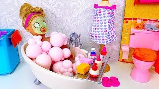 AG Doll Spa Day with Face Mask in the Bathtub!