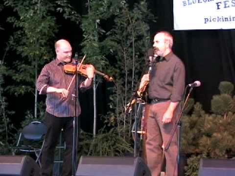 John Reischman gets Greg Spatz to make fiddle sounds - PIP 2010