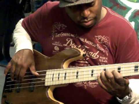 BASS PROFESSOR TV: DARRYL JONES plays a FODERA Bass