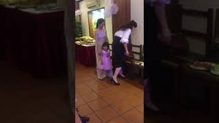 Hoàng Linh Anh , Hoa Hậu Hồng Nhung , Bích Thảo MC Quẩy Tại Nhà Hàng
