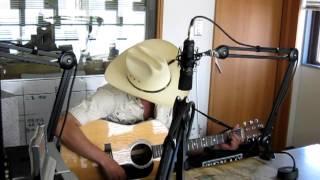Kamakura Fmのスタジオにて 生演奏.